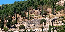 Delphi, the center of the earth